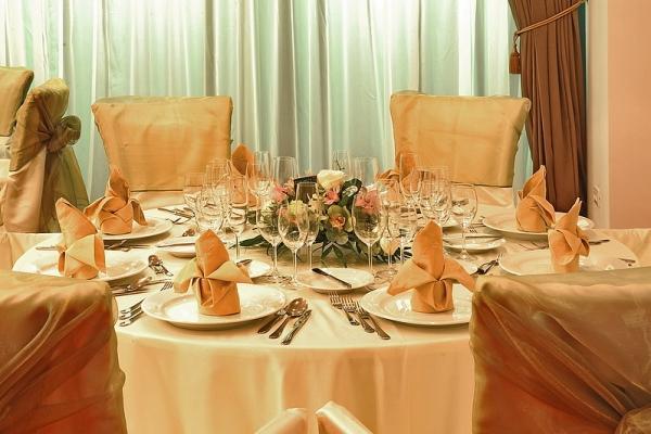 2010-05-07-15-56-22_restaurant_tas_3_ramada_hotel_brasov